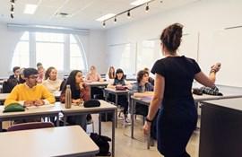 Eksplosiv vækst i antallet af nybagte studenter, der underviser i skolen