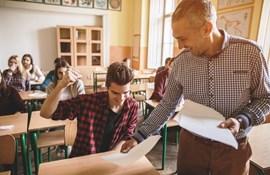 Karakterskala får hug i evaluering: Lærere føler sig presset til at give høje karakterer