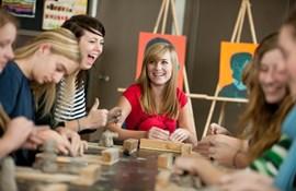 praktiske fag håndværk og design billedkunst træ værksted maling