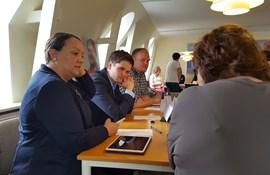 Natascha Joof (V), Andreas Steensberg (RV) og Anders Andreasen (S). Med ryggen til: Kredsformand Helen Sørensen