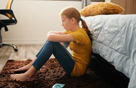 teenager pige hjemme ked skolevægring