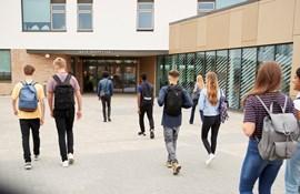 Omstillingstræthed: Nu vil de Radikale lade skolerne åbne helt