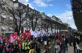 Skulder ved skulder: Faneborgen fortsætter på fjerde døgn
