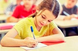 undervisning pige skrive