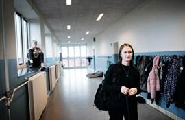 Kathrine Mortensen er nyuddannet lærer og i sit første job. Hun er en del af det mindretal af lærere, som er ansat et sted, hvor man kan få hjælp i den svære startperiode.